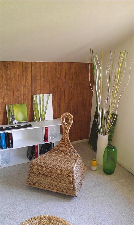 fauteuil bascule en rotin pour lire et se d tendre. Black Bedroom Furniture Sets. Home Design Ideas