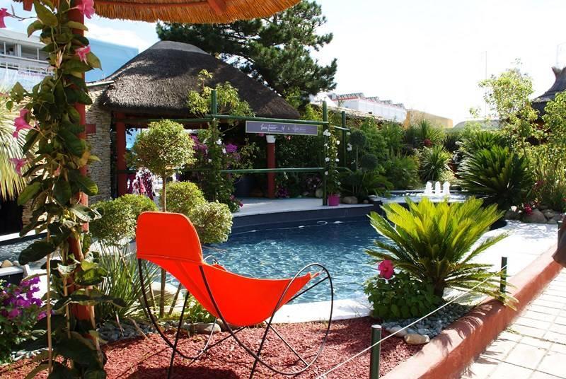 Jardin exotique avec piscine plum garden photo n 62 for Jardin 200m2 avec piscine