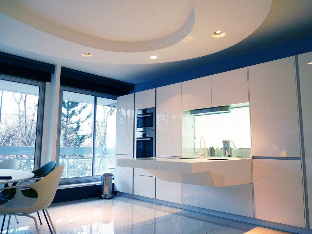 883483-cuisine-design-et-contemporaine-cuisine-futuriste-blanche.jpg