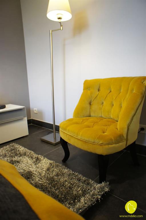 image fauteuil en velours capitonn et pieds galbs mdeko - Salons Moderne En Velours