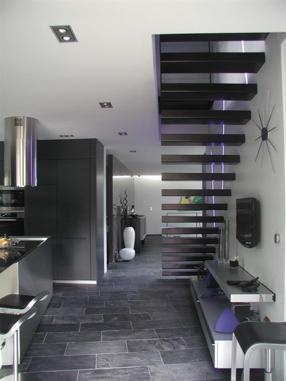 Escalier minimaliste aux marches encastr es dans le mur - Escalier dans le mur ...