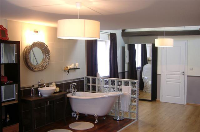 Salle De Bain Blanche Moderne : 898124-salle-de-bain-moderne-salle-de-bain-moderne.jpg
