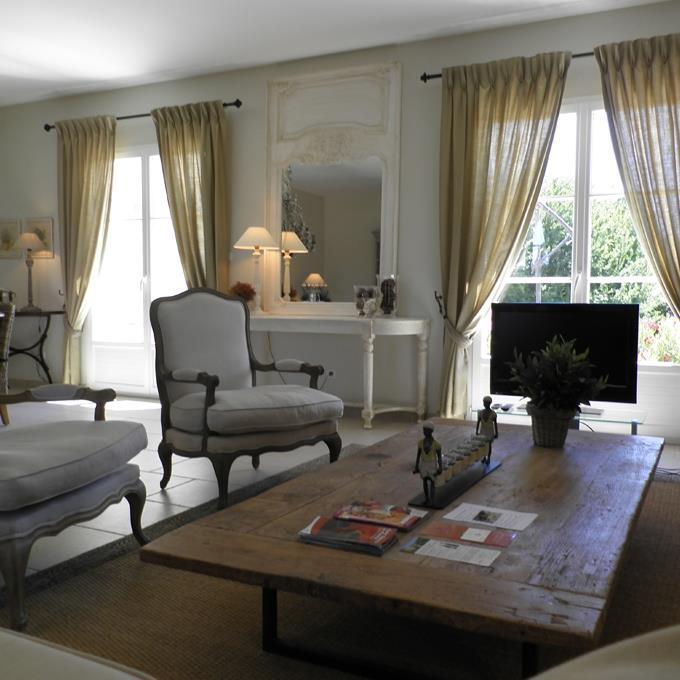 Quelle Table Basse Avec Un Chesterfield ~ 912347 Salon Classique Salon Avec Table Basse Jpg