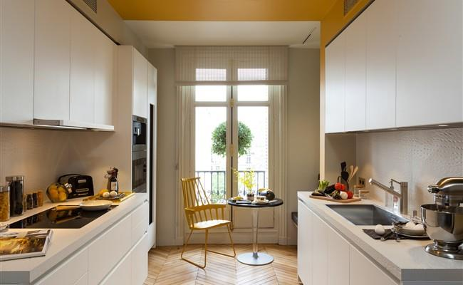 Cuisine en longueur blanche et jaune boffi paris photo n 48 - Amenagement salon en longueur ...
