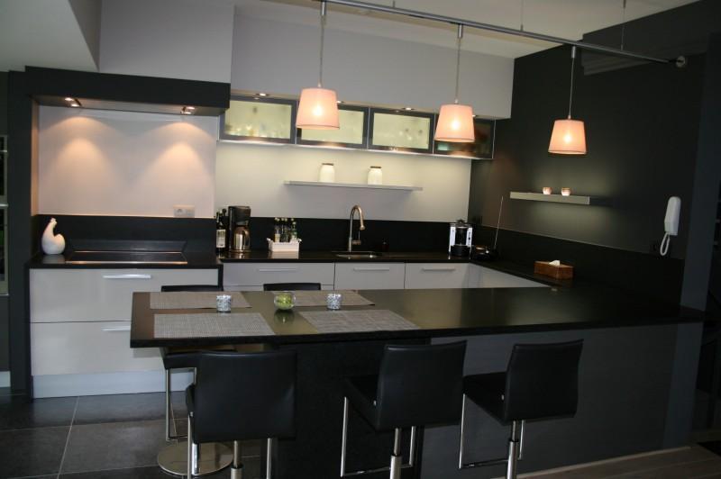 Cuisine Blanche Type Scandinave : Cuisine Moderne Ronde  de Cuisine Table De Cuisine Demi Ronde914575