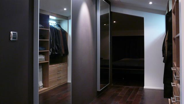 dressing contemporain attenant la chambre sully d. Black Bedroom Furniture Sets. Home Design Ideas