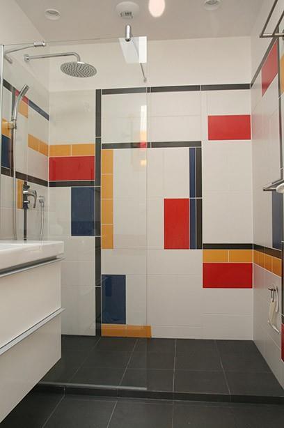 Salle de bain aux formes et couleurs du bauhaus chiaracolombin for Couleur salle de bain moderne
