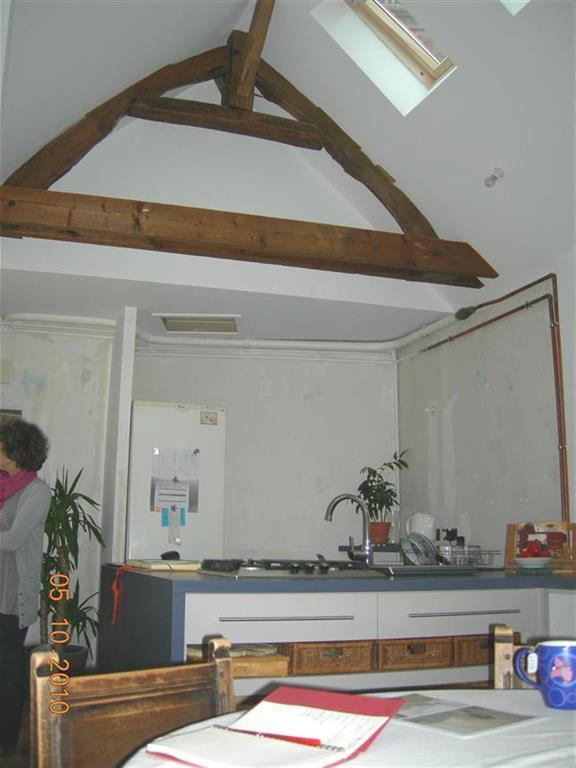Pi ce vivre avec grande hauteur sous plafond atelier delpierre mounier - Hauteur minimale sous plafond ...