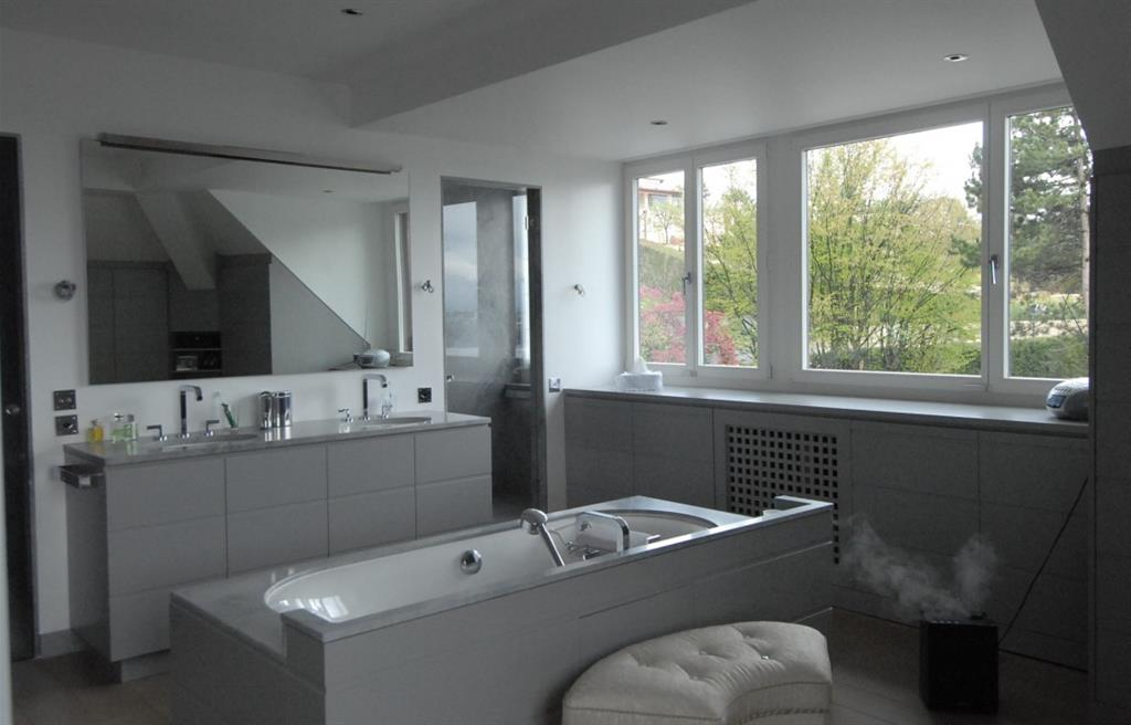 Salle De Bain Gris Argent : 941949 salle de bain moderne salle de bain.jpg