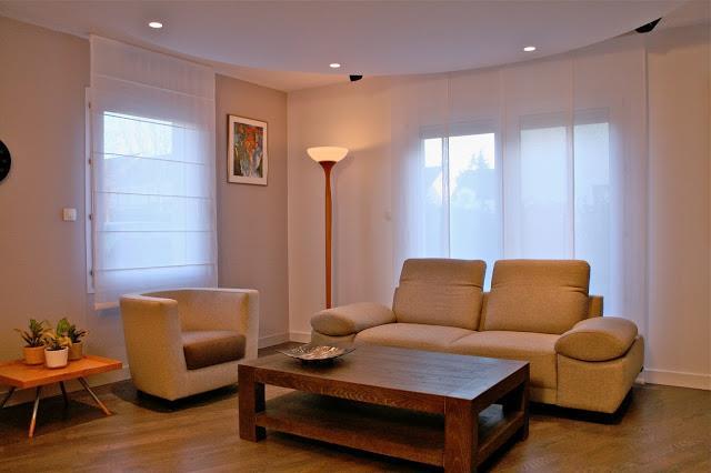 image salon moderne avec table en bois massif cabinet glacis - Salon Moderne Bois