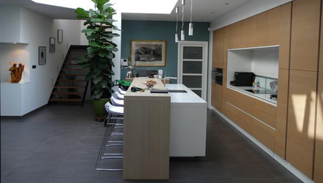 Cuisine contemporaine en longueur ~ Solutions pour la décoration ...