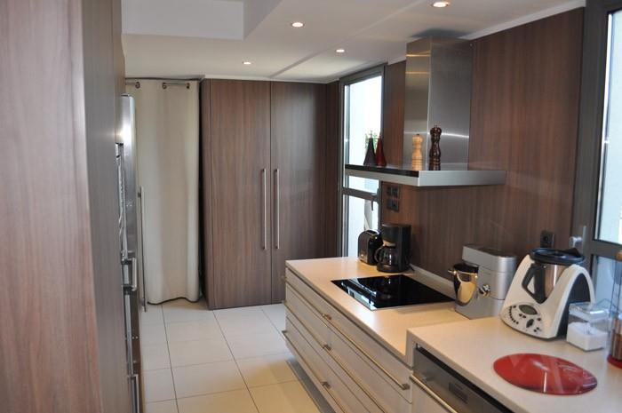 Cuisine couloir blanche et bois gr gory cugnet photo n 38 for Cuisine couloir moderne