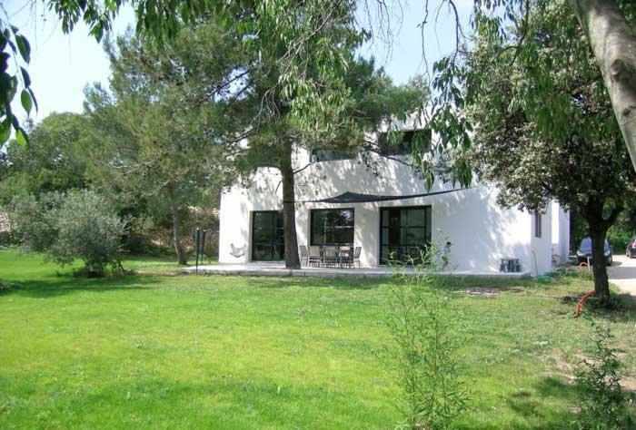 Maison contemporaine au milieu d 39 un grand jardin fouquet - Jardin de maison design ...