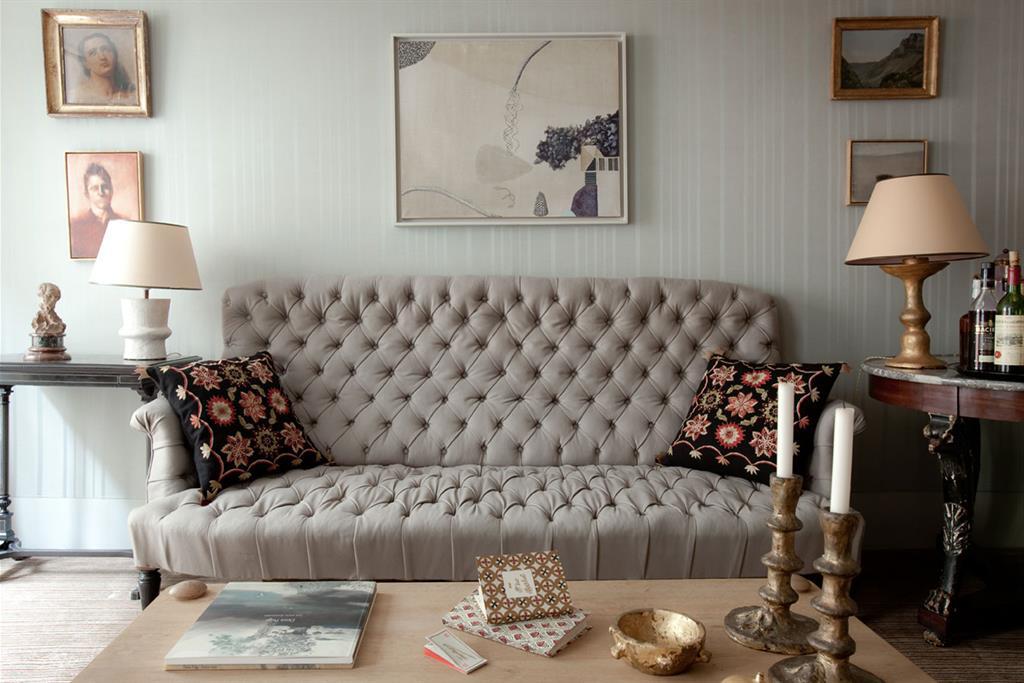 Un d co romantique et de charme gr ce a l 39 utilisation des tons clairs - Deco romantique salon ...