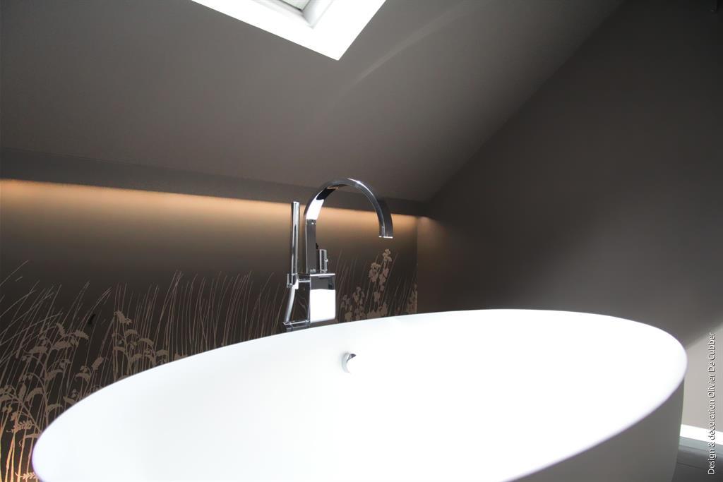 Baignoire lot pour une salle de bain pur e sous les toits - Salle de bain sous les toits ...