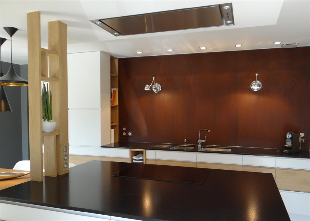 image tagre verticale en bois au rle de claustra un amour de maison - Etagere Cuisine Moderne