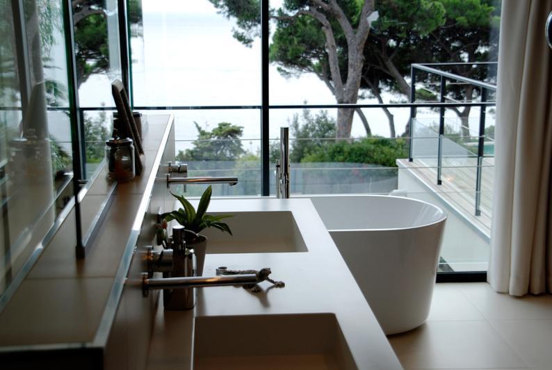 99825-salle-de-bain-moderne-salle-de-bain-avec.jpg