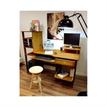 Couleur: Miel Bois issu de forêt gérée durablement certifiée PEFC/ 10-4-8 /L´ensemble bureau bois Benoit est robuste et pratique, il permet de ranger facilement l´équipement d´un ordinateur (le clavier, l´imprimante, ...