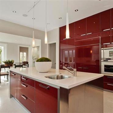 Du rouge tomate en cuisine, ça a du sens ! La cuisine laquée rouge reste un emblème du design, même ... Domozoom