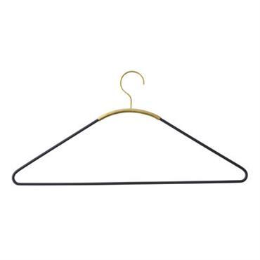 Cintre Menu Design Noir,Laiton Métal larg. 44 cm x prof. 0,5 cm x H 21 cm Véritable élément de décoration, on n´hésite pas à sortir ce cintre du placard pour ...