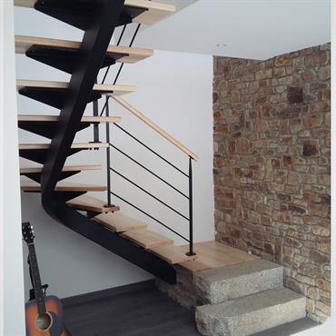 Comment peindre un escalier en bois youtube decoration for Decoration escalier bois