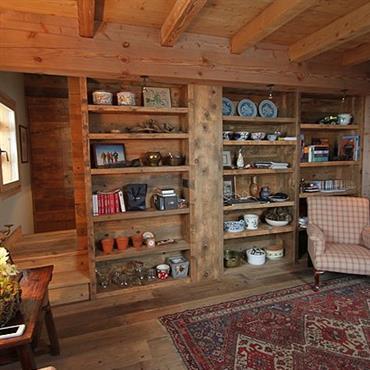 R novation d 39 un chalet m ribel par agn s vermod for Decoration interieur chalet bois