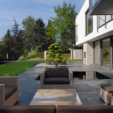 Salon tout confort en terrasse.