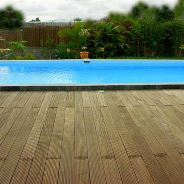 Piscine avec terrasse bois