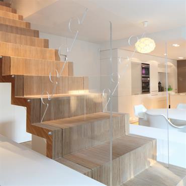 Escalier sur mesure - multiplis de bouleau - rambarde en plexi - agencement d'intérieur