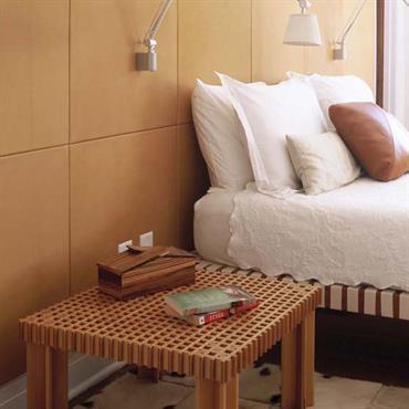 Chambre avec tête de lit en cuir