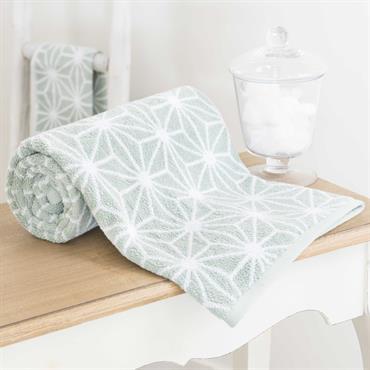 Affirmez le style déco de votre salle de bain avec la serviette de bain en coton vert NORDIC qui donnera une touche de couleur sobre et discrète. Cette serviette vous ...