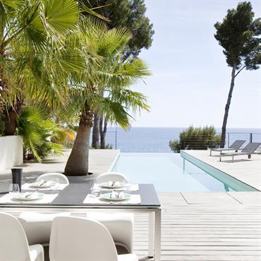 Superbe vue sur la mer et la piscine de la villa