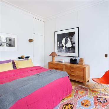 Chambre colorée et reposante