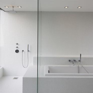 salle de bain moderne id es photos tendances domozoom. Black Bedroom Furniture Sets. Home Design Ideas