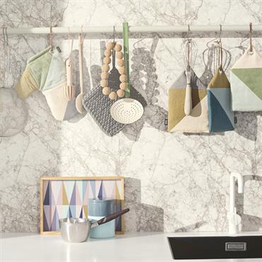 Collection d'accessoires de cuisine colorés et pratiques