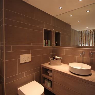Salles de bain chalets id e d co et am nagement salles de for Chambre avec salle de bain ouverte