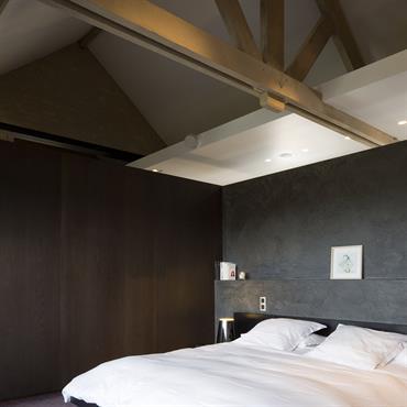 Chambre sous les toits avec sa charpente apparente