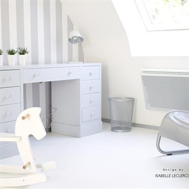 Chambre d'enfant claire et lumineuse