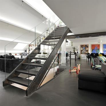 Escalier droit pour un Loft parisine