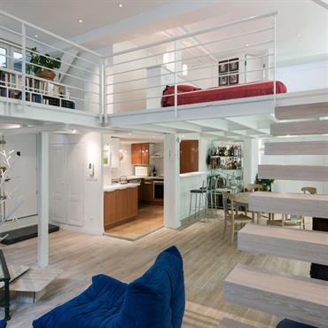 Toutes les pièces de ce loft sont ouvertes pour agrandir l'espace