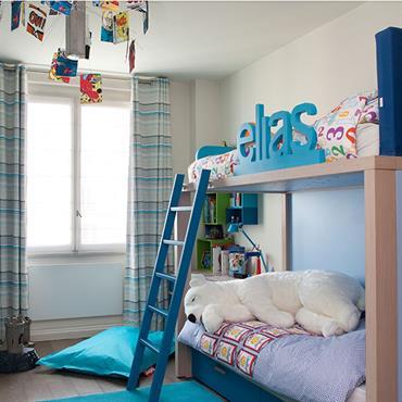 Chambre de garçon avec lit mezzanine