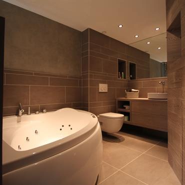 Salles de bain chalets id e d co et am nagement salles de - Chambre avec salle de bain ouverte ...