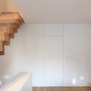 Escalier sur mesure - agencement d'intérieur - porte dérobée