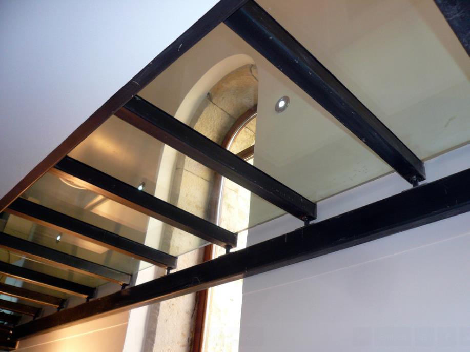 Plancher vitrée dans le couloir Jean-Yves Arrivetz