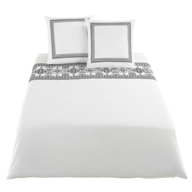 Passez des nuits dans des contrées lointaines avec la parure de lit en percale de coton écrue motifs brodé noirs 240x260 ISSIA . Vous serez séduit par ses broderies noires ...
