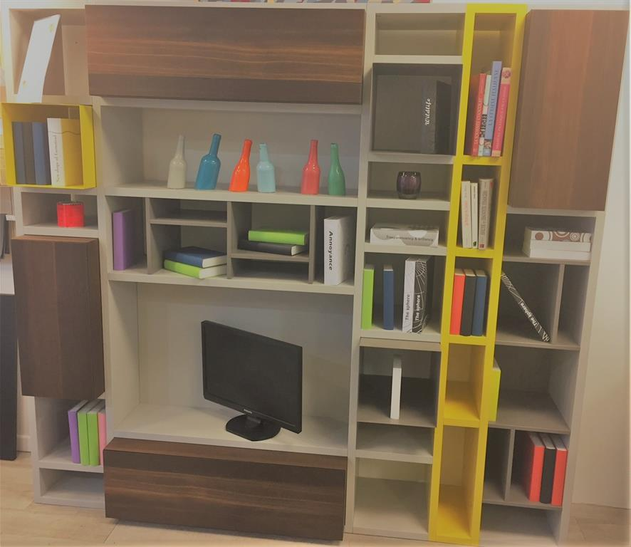 Bibliotheque avec espace pour insérer la TV