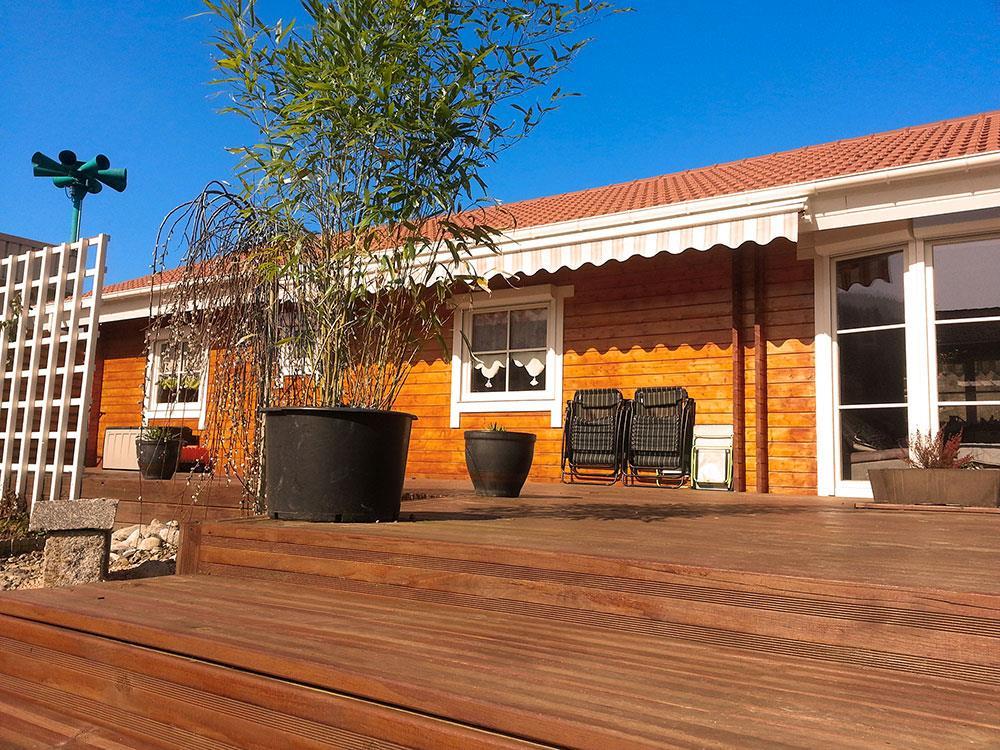 Vue de la terrasse de la maison en bois Louisa 140