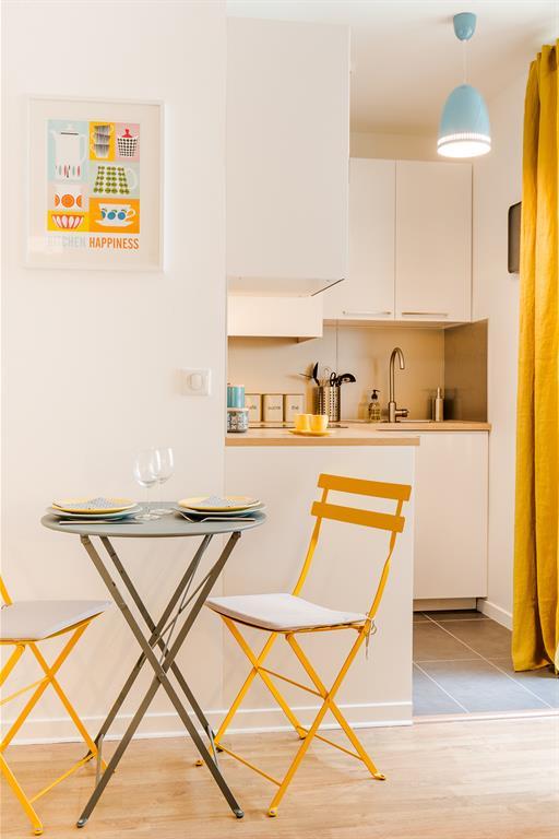 R novation studio 25m2 - Cuisine blanche et jaune ...