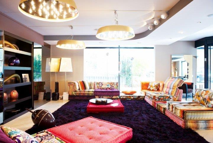 Salon à banquettes colorées Glow Deco – MDeco photo n°72