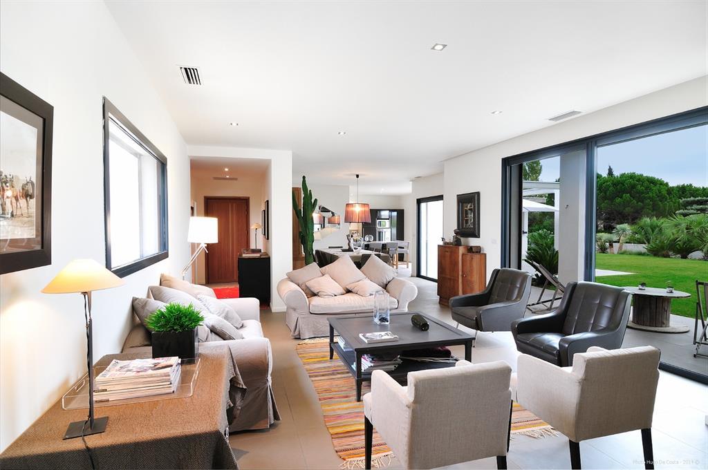 salon moderne ouvert sur le jardin hugo da costa photographe. Black Bedroom Furniture Sets. Home Design Ideas